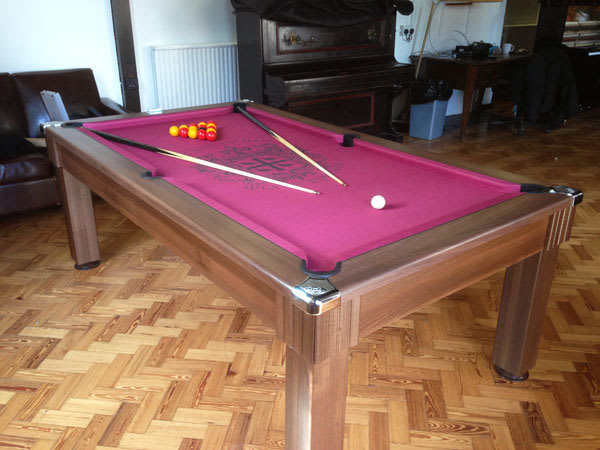 DPT-windsor-pool-table-walut-red-logo-cloth.jpg