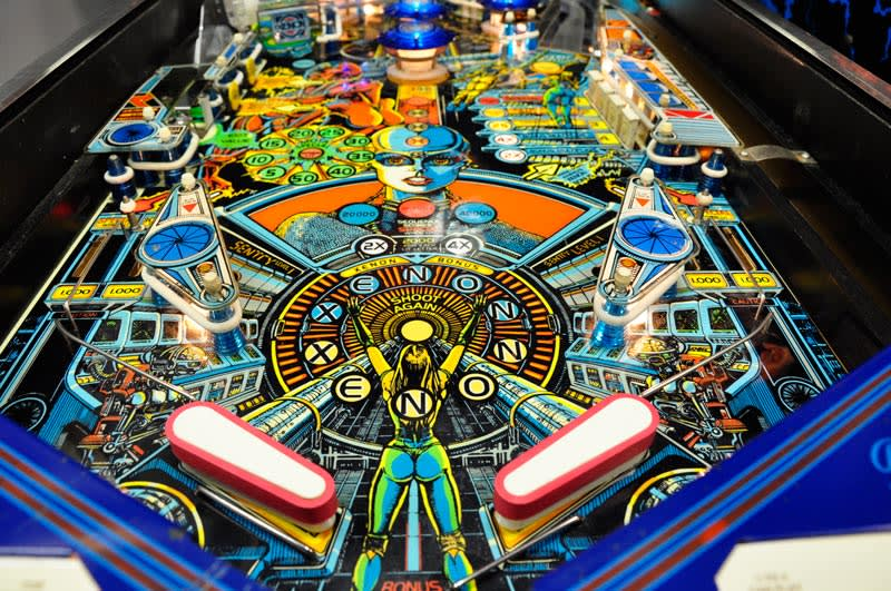Bally Xenon Pinball Machine - Flippers nad Playfield
