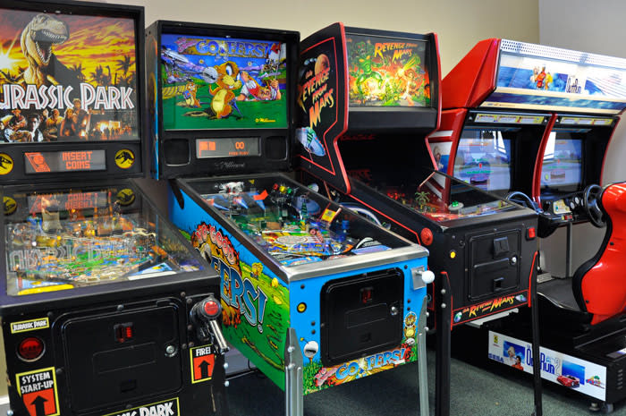 No Good Gofers Pinball Machine - Full Machine in Showroom