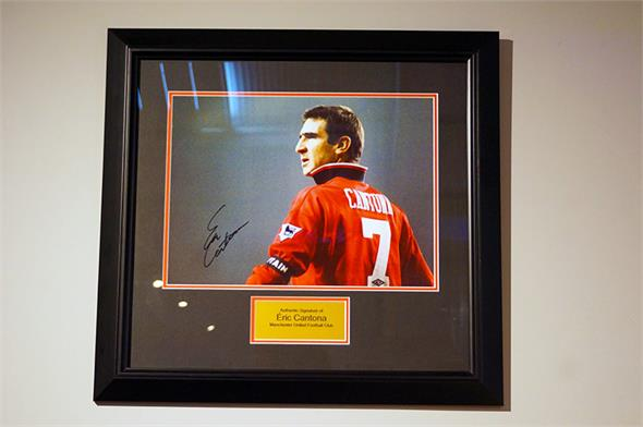 Éric Cantona Signed Photo - Framed Display