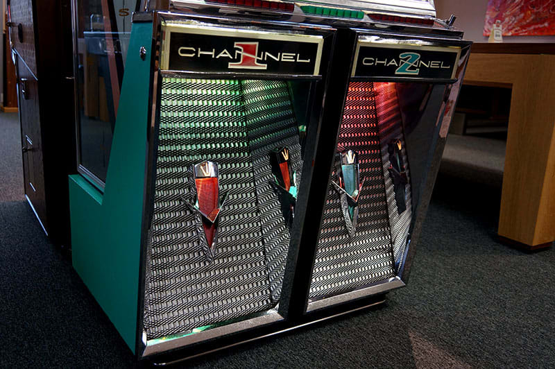 Seeburg 222 Vinyl Jukebox - Grille