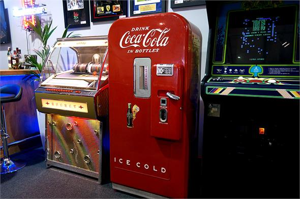 Coca Cola Vending Machine - Vendo 39