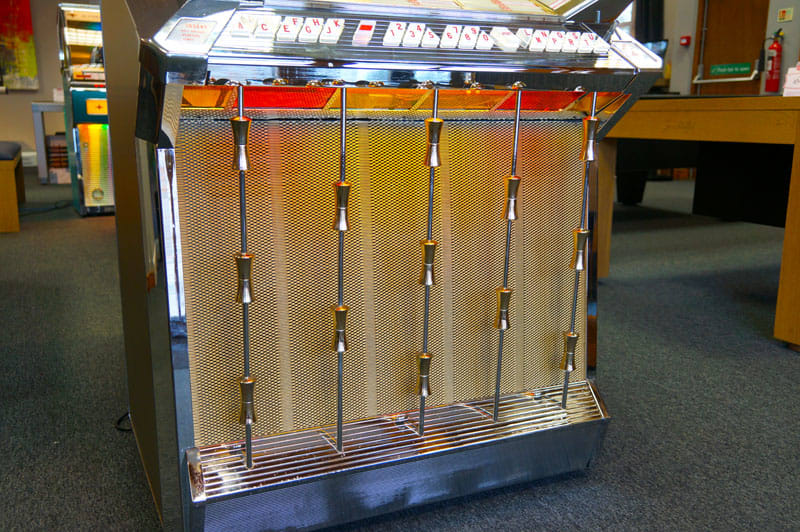 Wurlitzer 2500 Vinyl Jukebox - Grille