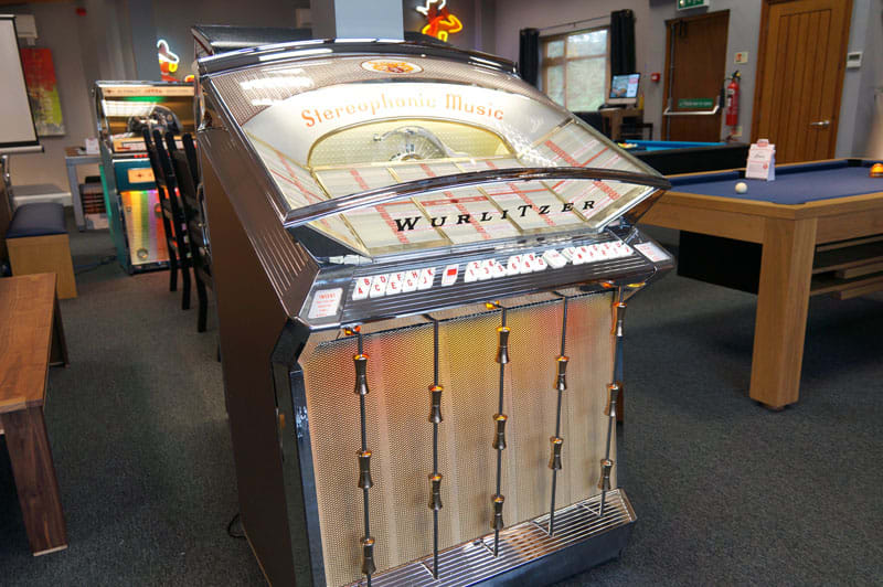 Wurlitzer 2500 Jukebox | Free Delivery and Installation!