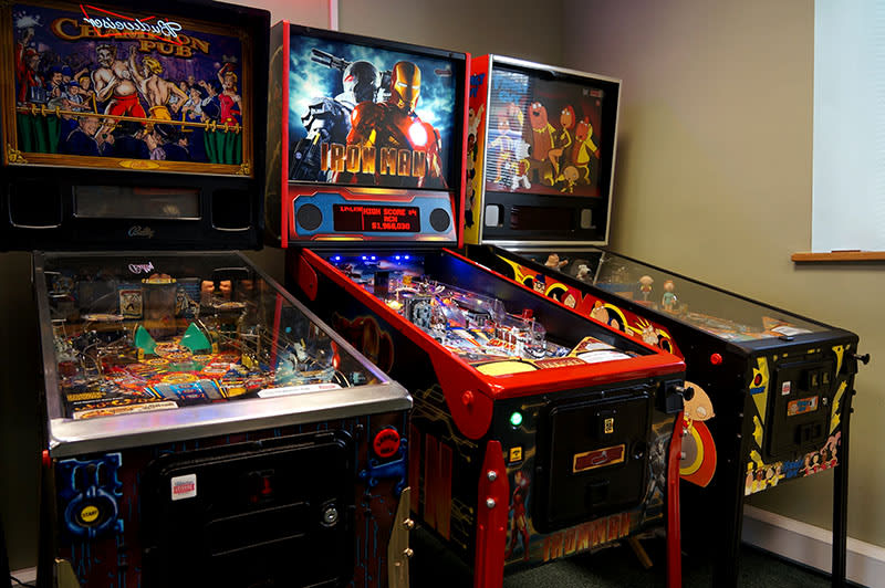 An image of Iron Man Vault Edition Pinball Machine