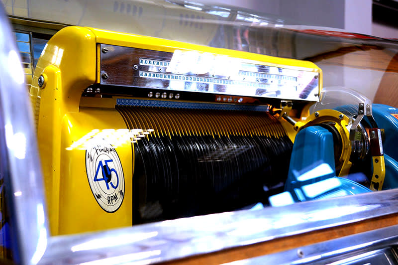 Seeburg M100C Vinyl Jukebox | Free Delivery and Installation!