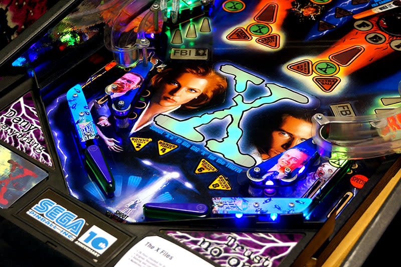 The X Files Pinball Machine - Flippers
