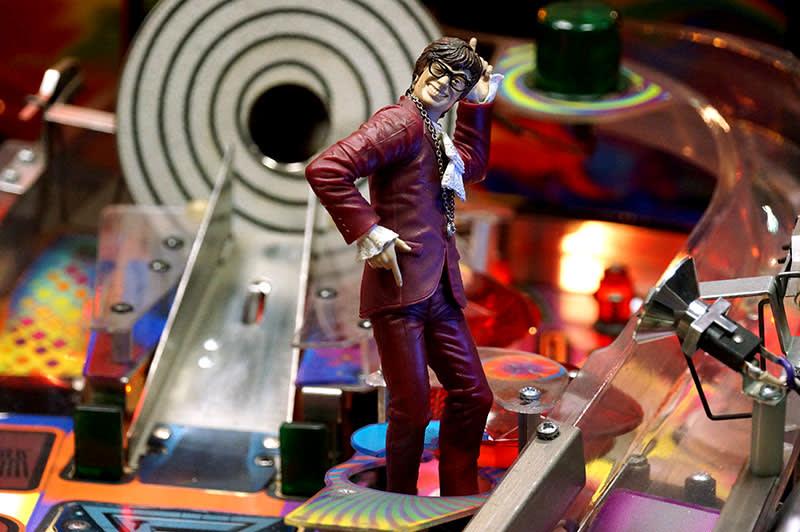 Austin Powers Pinball Machine - Austin Powers Figure