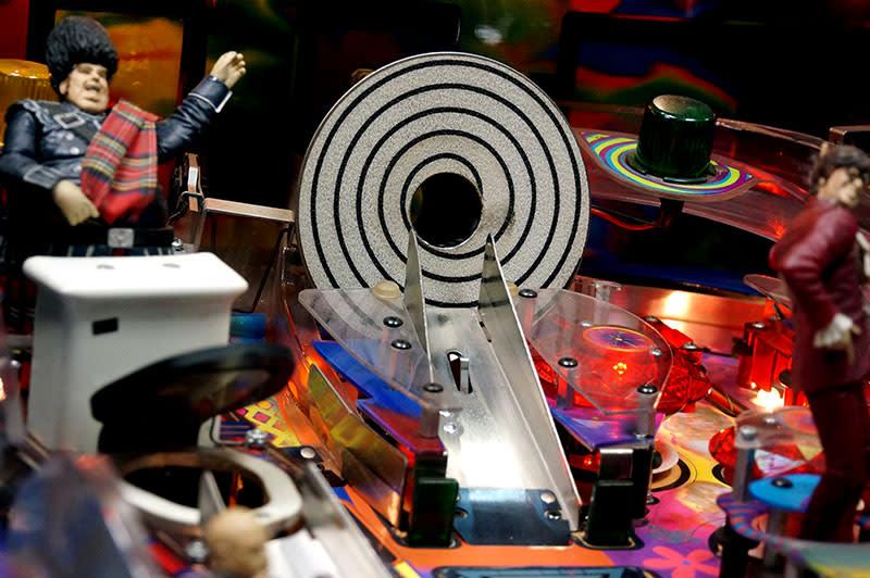 Austin Powers Pinball Machine - Time Machine