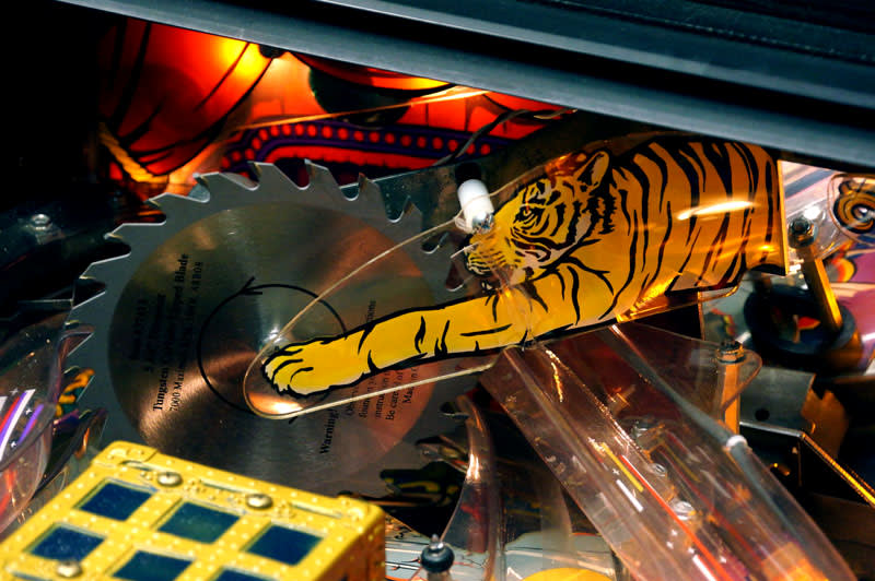 Theatre of Magic Pinball Machine - Tiger Saw