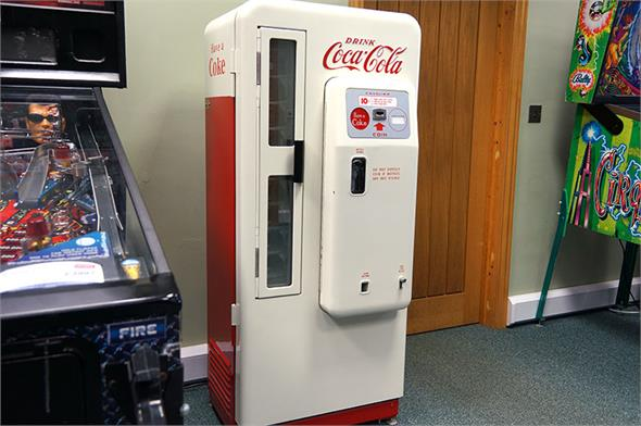 Coca Cola Vending Machine - Cavalier CS-72