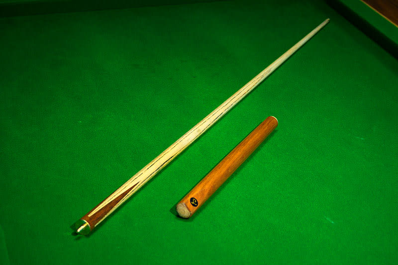 Whirlwind 3/4 Jointed English Pool Cue - Separated
