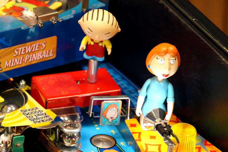 Family Guy Pinball Machine - Stewie And Lois Figures