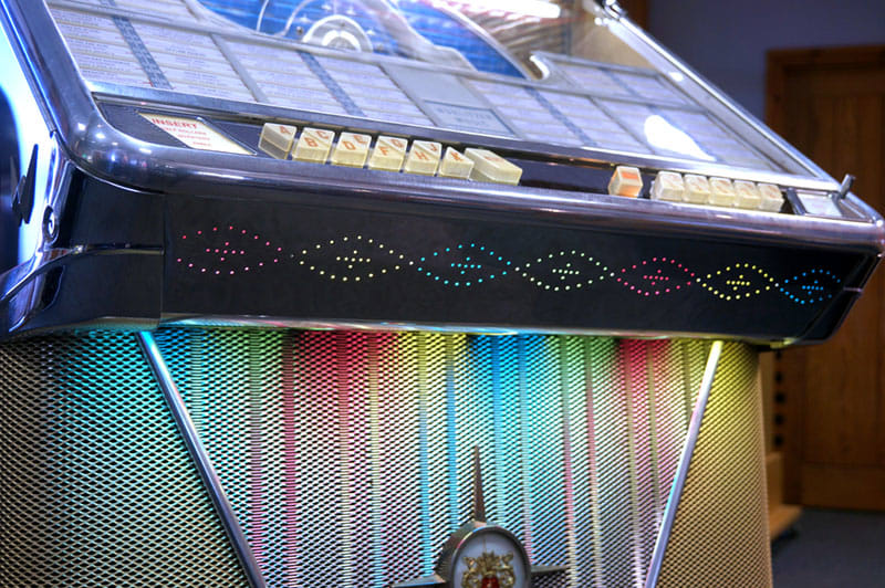 Wurlitzer 2410S Vinyl Jukebox - Grille Lighting