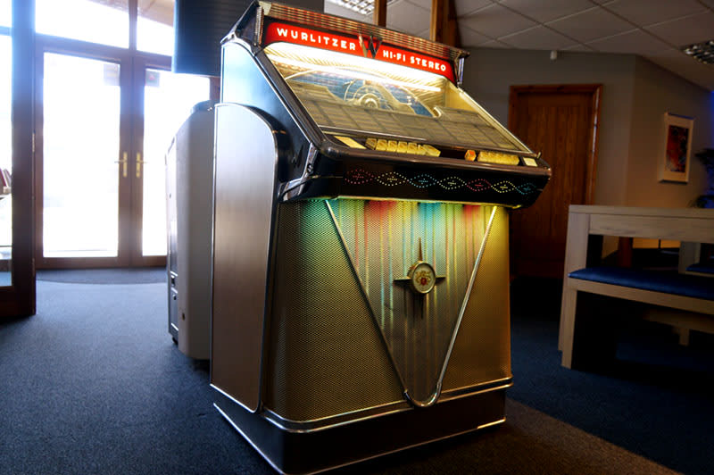 Wurlitzer 2410S Vinyl Jukebox - In Showroom (Dark)