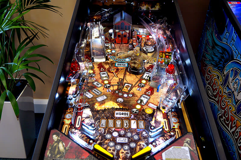the-walking-dead-pinball-machine-pro-playfield.jpg