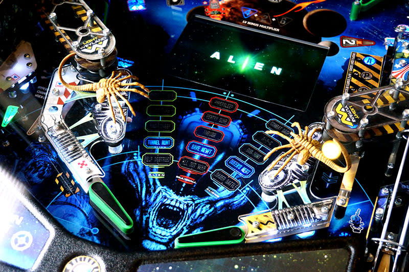 Alien Limited Edition Pinball Machine - Flippers