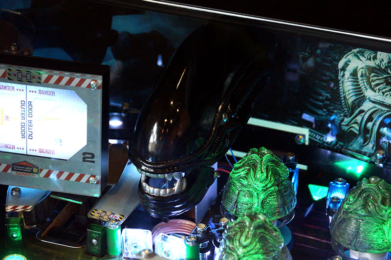 Alien Limited Edition Pinball Machine - Xenomorph