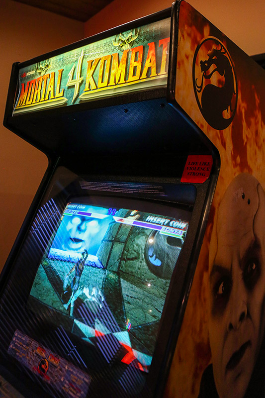 Mortal Kombat 4 Arcade Machine - Upper Unit