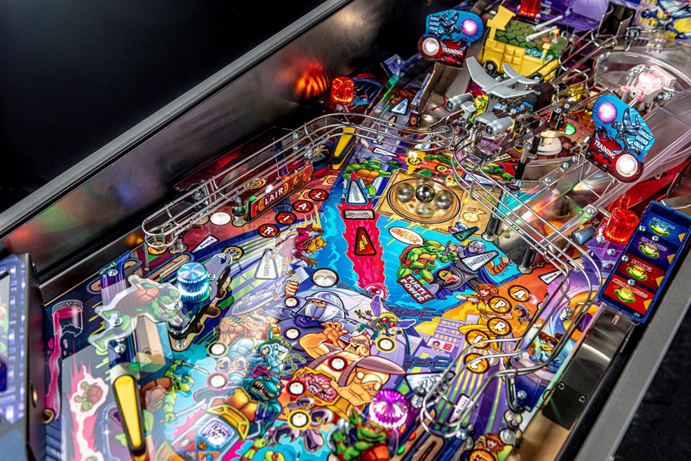 Teenage Mutant Ninja Turtles Premium Pinball Machine - Pizza Spinner (spinning)